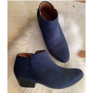 Bella Marie :: blue faux suede booties